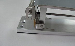 A left wedge roller is shown in this photograph, that is pushed by the screw.