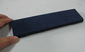Denim (clothe of jeans) is fixed to a handy board with the pushpin. Please wrap it hard so as not to loosen.